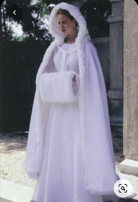 Nuovo must 2020: L'abito da sposa con la mantella 🤍 9