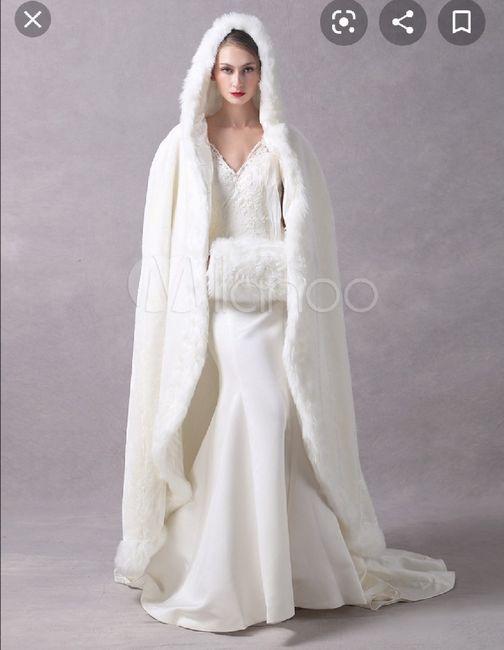 Nuovo must 2020: L'abito da sposa con la mantella 🤍 10