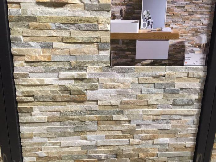 Rivestimento parete in pietra 1 foto vivere insieme - Piastrelle effetto roccia ...