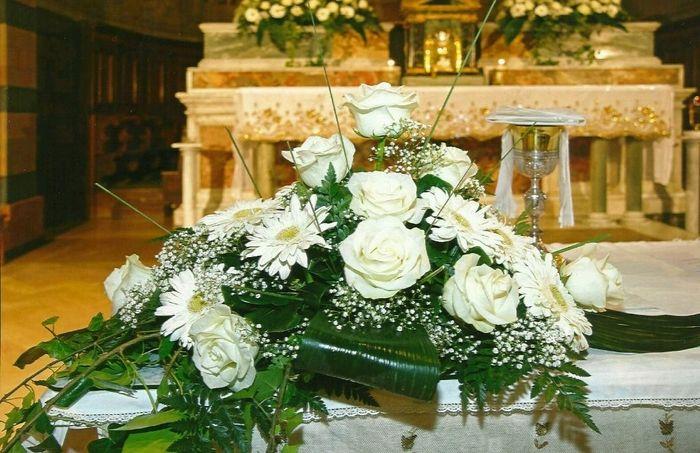 Addobbi Floreali Matrimonio Periodo Natalizio : Roselline bianche e gerbere cerimonia nuziale