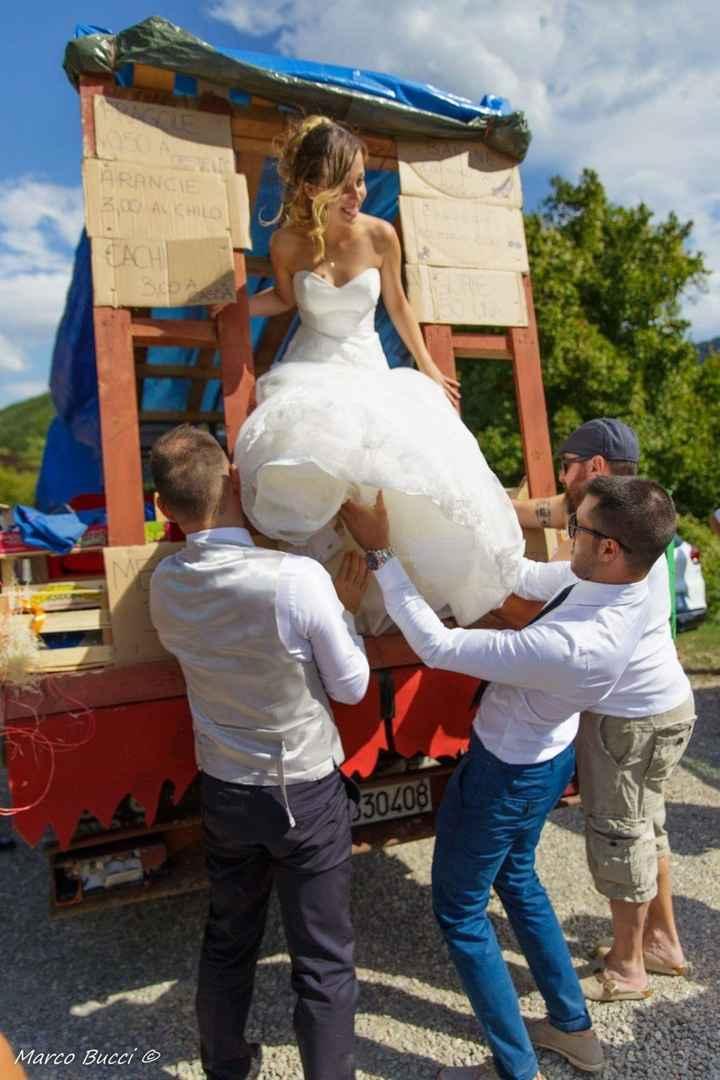scarico sposa- arrivo al locale
