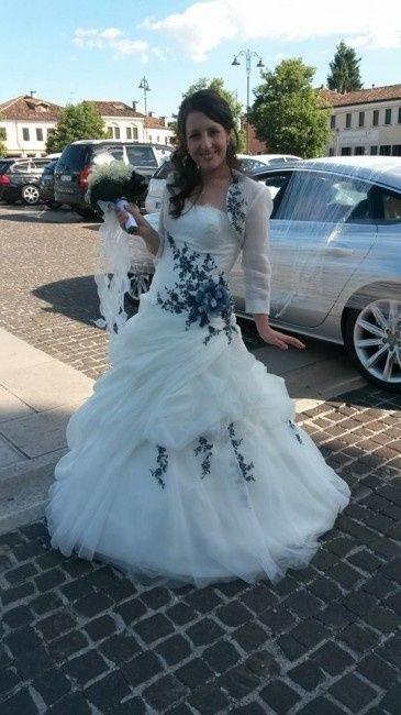 ef44de3d8bd4 nell attesa che torni a casa il vestito dalla pulitura.. mi chiedevo se  vendere o meno il vestito da sposa finchè ha un certo valore essendo  collezione ...