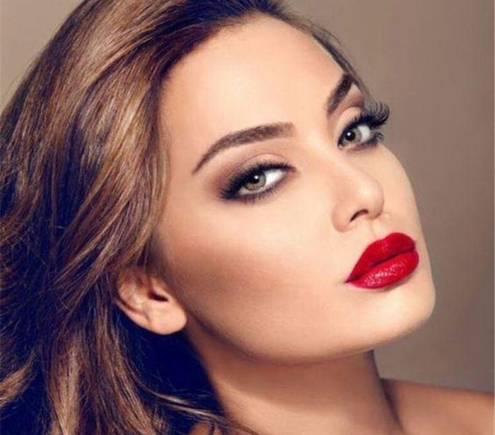 Make up con rossetto rosso? 5