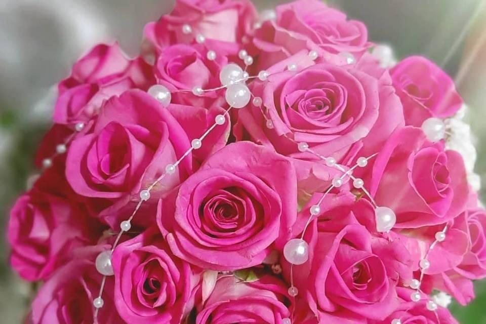 Bouquet tondo rose rosa e perle