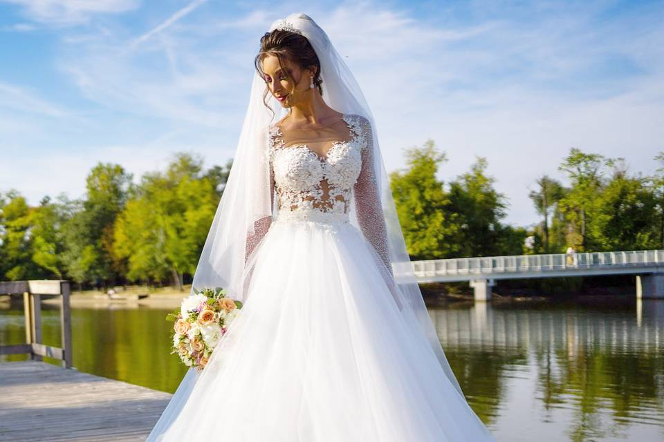 Luxury Roma Bride