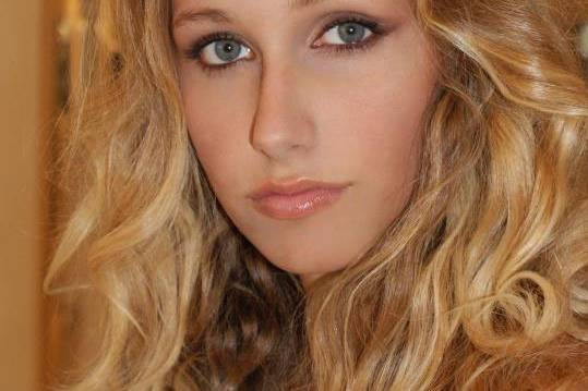 Alina Chelemindra Make Up Artist