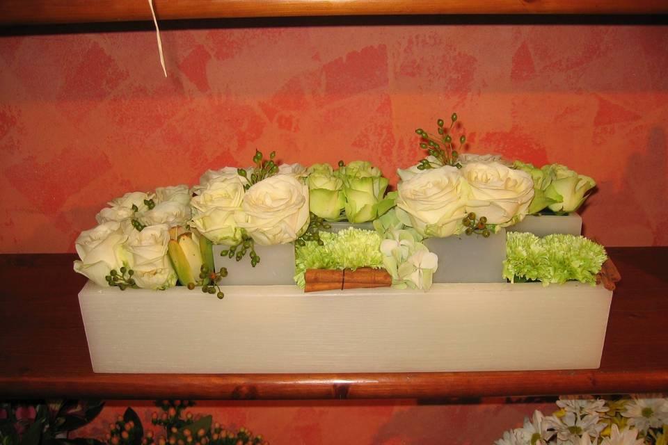 Composizione di cere e fiori