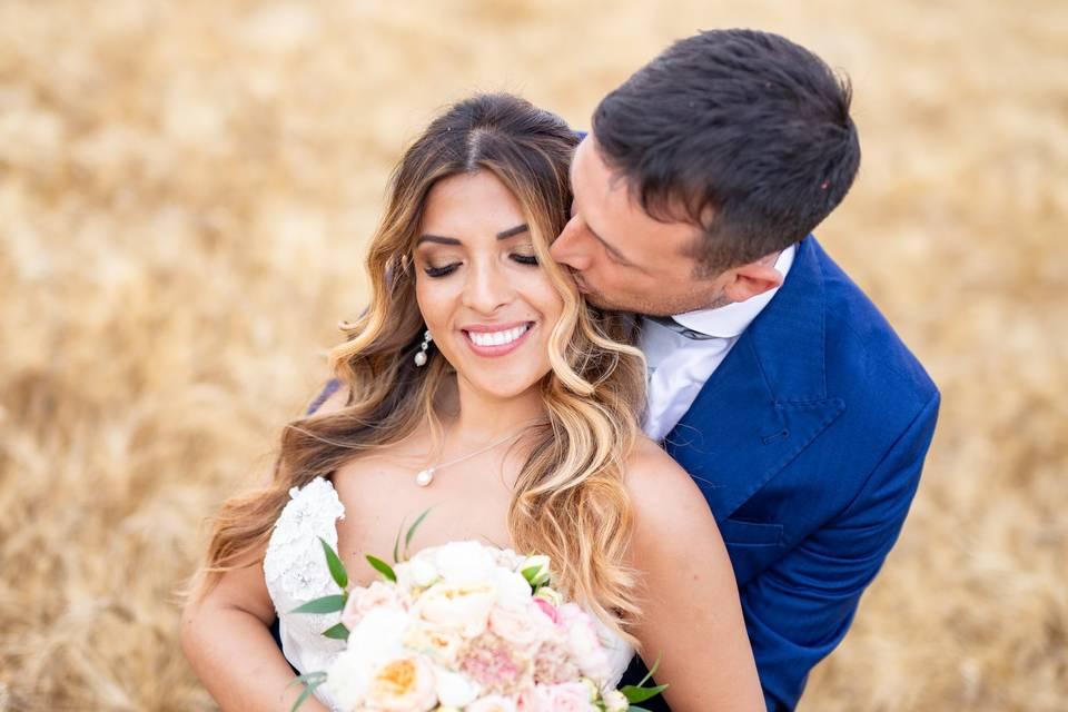 Matrimonio in campi di grano