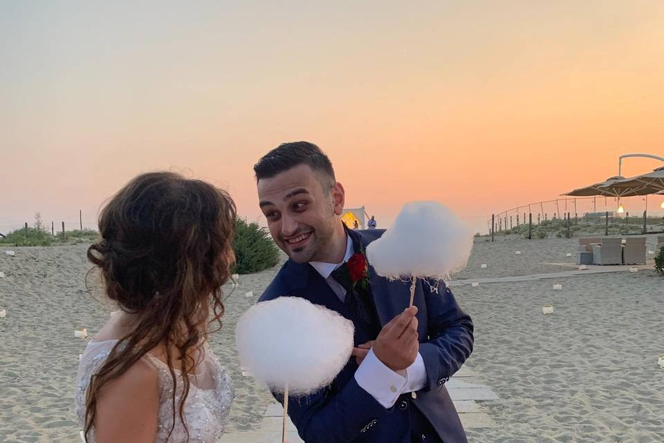 Zucchero filato e sposi felici