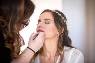 Iconic Scarlet Make Up & Beauty Studio