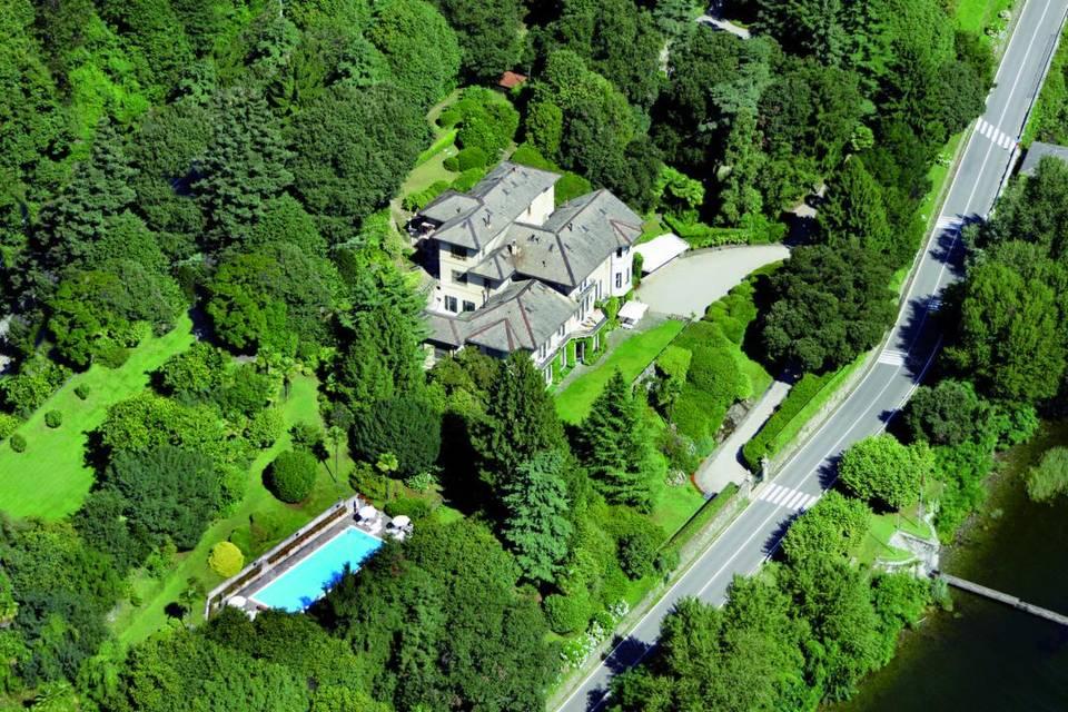 Vista aerea Villa, parco e piscina