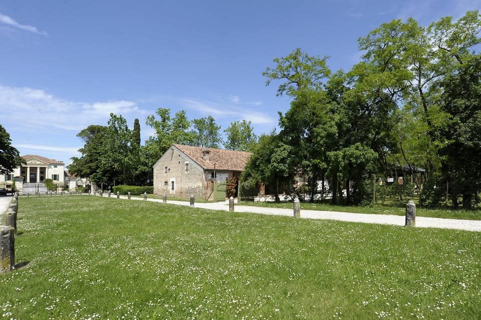 Il Borgo visto dall'esterno
