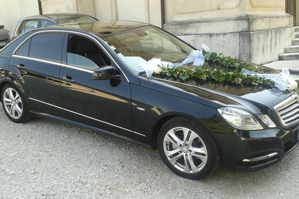 Mercedes blu laterale