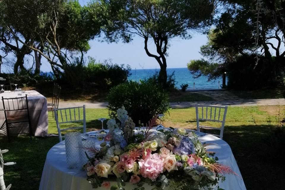 Tavolo sposi sul mare