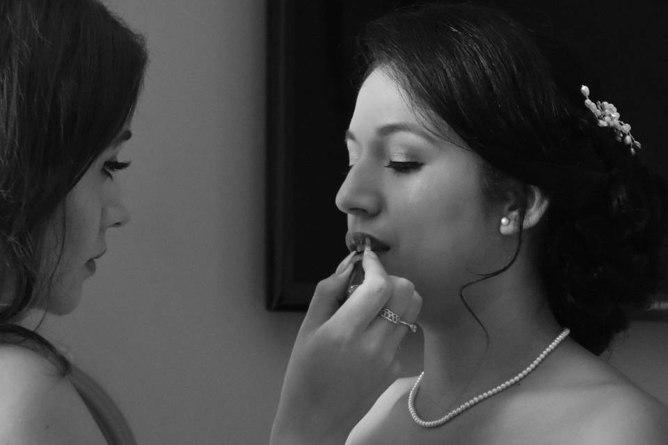 Anisha Chenet Makeup